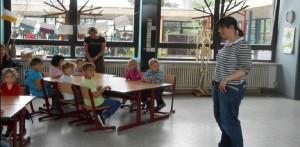 Auch die zukünftige Klassenlehrerin wird beschnuppert
