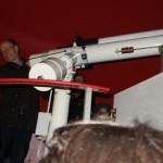 Das große Teleskop ermöglicht einen tieferen Blick ins Weltall