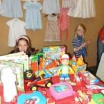 Auch Spielsachen wechselten die kleinen Besitzer/innen
