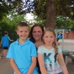 Lukas und Sarah führen das Interview mit Frau Stoffel