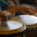 Kinder finden einen gemeinsamen Rhythmus