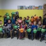 Stolze Laternenbastler der Klasse 1b